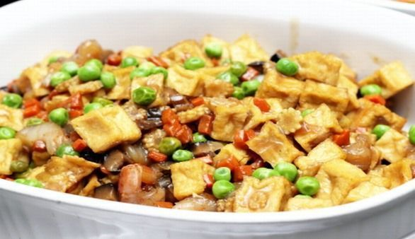 Gebratenes Tofu mit Gemüse