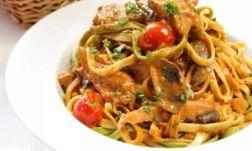 Scharfe Tomaten Thunfisch Pasta